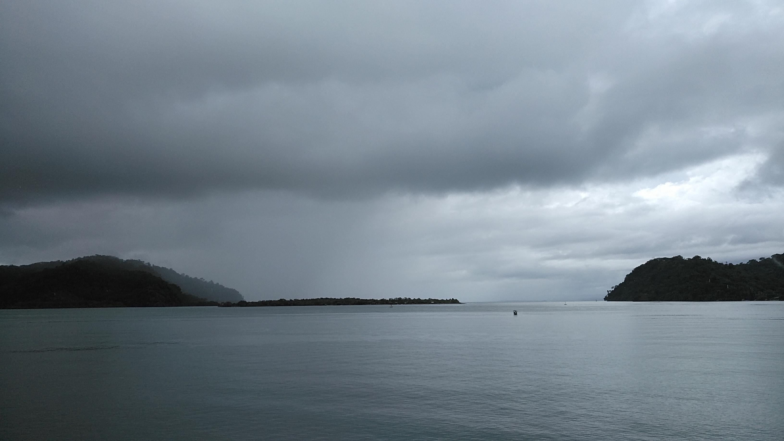 GOLFITO. Un mar de sorpresas, más allá de las compras y el caos.