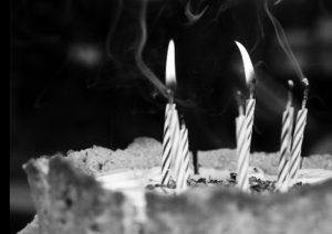 COSAS QUE NO VOLVERÁN A SER IGUALES POR LA PANDEMIA. Ejemplo: ¡solplar las candelitas del queque!